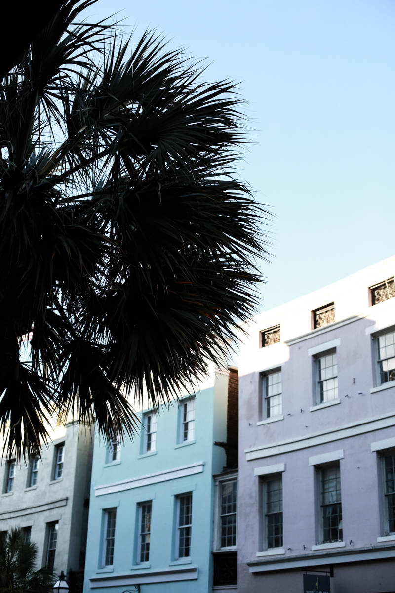Postcards from Charleston: A Guide to the Charming Southern City